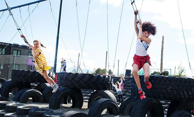 Kvam fritidspark. Tarzanjungel, Jean og Tarzan. Foto: Romsdals Budstikke